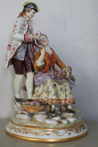 Very large Capodimonte, Naples. Rococco couple.