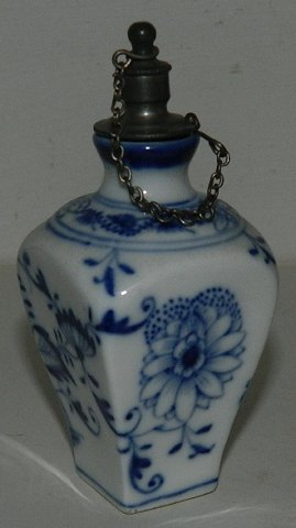 Perfume flacon in porcelain 19th. century