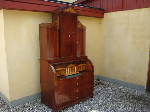 Late empire style writing bureau in mahogany from around the year 1820. 5000m2 showroom.