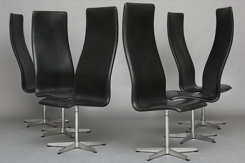"Arne Jacobsen / Fritz Hansen. Set of 5 ""Oxford chairs"" Black leather & steel. Nice vintage condition, great patina"