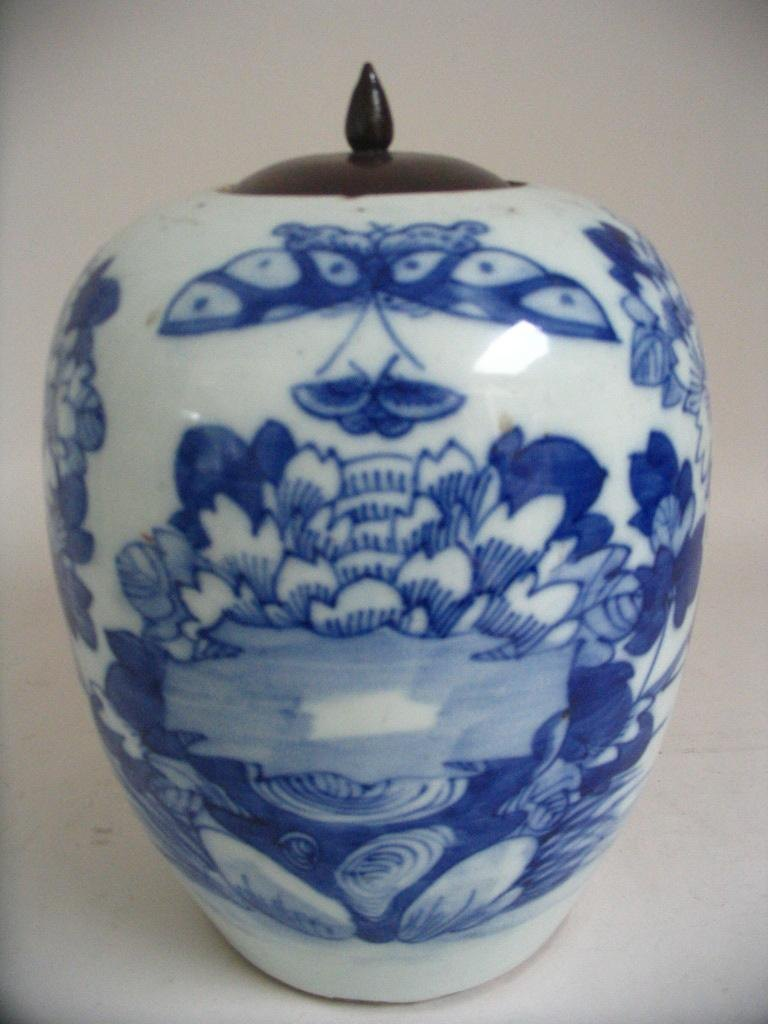 Large Chinese bojan, decorated in blue. 19 C.