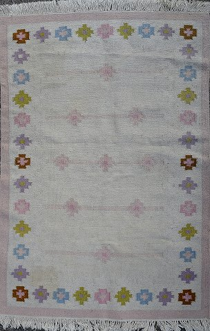 Rölakan carpet with geometric pattern in different shades. Sweden mid 20 c.