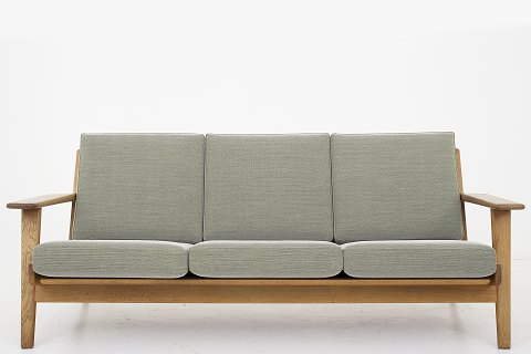 Hans J. Wegner / Getama GE 290 - 3 pers. Sofa with new cushions from Getama and new upholstery in Steelcut Trio 2 (color 915) from Kvadrat. Available in leather or fabric of your choice. Availability: 6-8 weeks