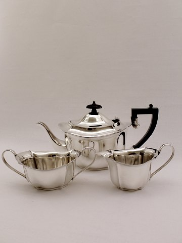 English plated silver teapot with sugar and creame