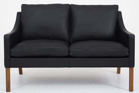 Børge Mogensen / Fredericia Furniture BM 2208 - Reupholstered 2-seater sofa in black Klassik leather and legs in mahogany. KLASSIK offers upholstery of the sofa in fabric or leather of your choice. Availability: 6-8 weeks Renovated