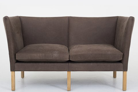 Børge Mogensen / Fredericia Stolefabrik BM 2214 - Reupholstered 2 seater sofa in the Dunes Dark Brown leather with legs in oak. Availability: 6-8 weeks