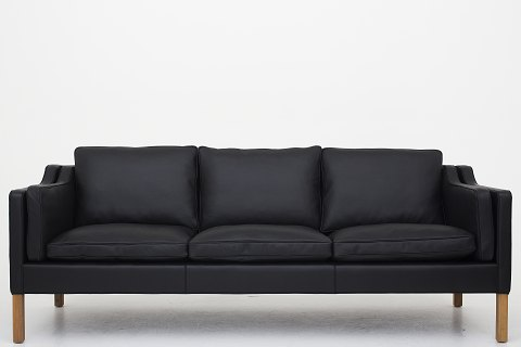 Børge Mogensen / Fredericia Stolefabrik BM 2213 - Reupholstered 3 seater sofa in black Klassik leather and legs in oak Availability: 6-8 weeks