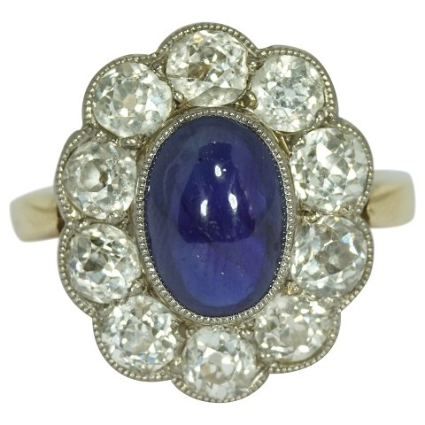 Ring of 14k gold set with a sapphire and brillant-cut diamonds
