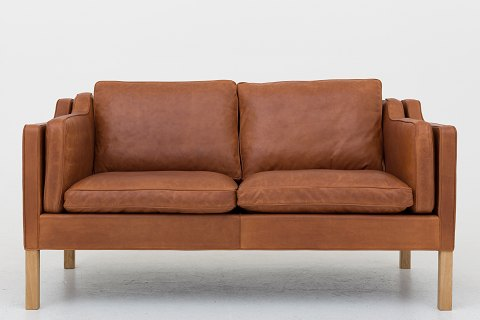 Børge Mogensen / Fredericia Furniture BM 2212 - Reupholstered 2-seater sofa in Dunes Rust cognac leather with leather grease treatment. Legs in oak. 1 pc. in stock Renovated Location: Roxy Klassik Showroom - Jorisvej 11, 2300 KBH. S.