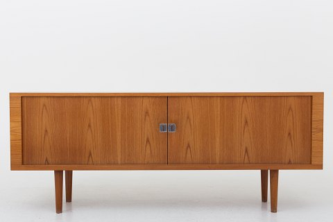 Hans J. Wegner / Ry Møbler RY 25 - Sideboard in teak with two sliding doors. 1 pc. in stock Good, used condition Location: KLASSIK Flagship Store - Bredgade 3, 1260 KBH. K.