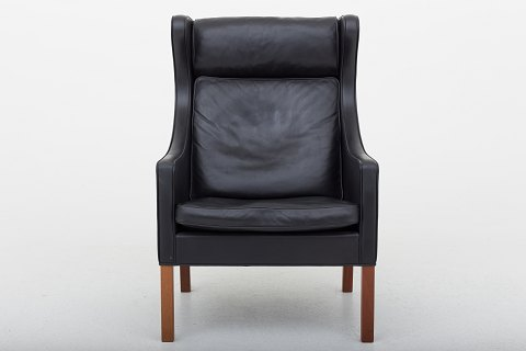 Børge Mogensen / Fredericia Furniture BM 2204 - Wingback chair in black leather and legs in mahogany. 1 pc. in stock Good, used condition Location: KLASSIK Flagship Store - Bredgade 3, 1260 KBH. K.