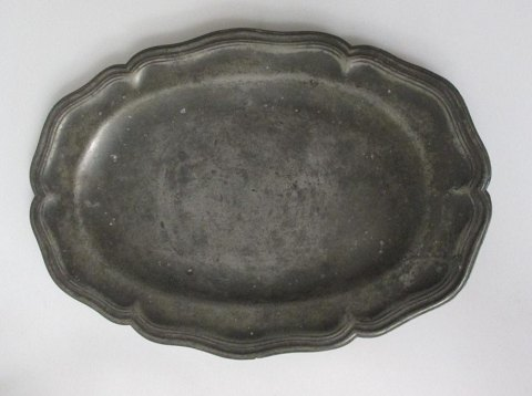 Rococo roast dish in pewter, 18th century.