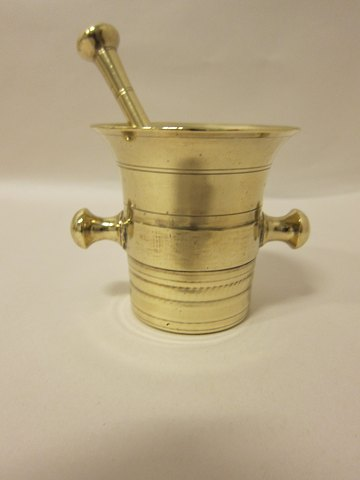 Mortar made of brass Mortar with a pestle From the 1800's H: 9cm