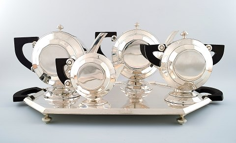 Exclusive and complete Art Deco coffee / tea service, large tray on feet, silver plated. Designed by Christian Fjerdingstad for Christofle (Gallia.)
