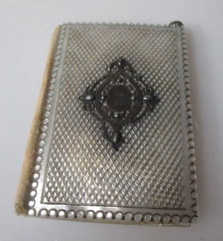 Notes book, in mother of pearl and silver, Germany, 19th century.