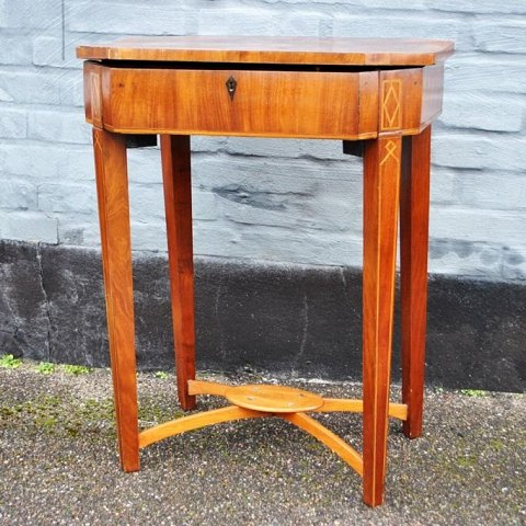 Antique Danish sewing table in mahogany, late empire. 19th century