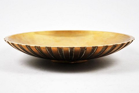 Tinos bronze bowl of patinated bronze. Around 1940. Denmark.
