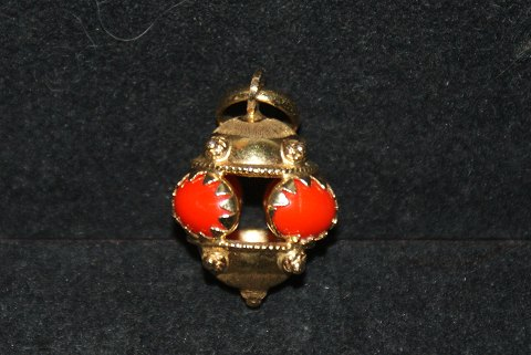 Pendant with Coral, 18ct gold