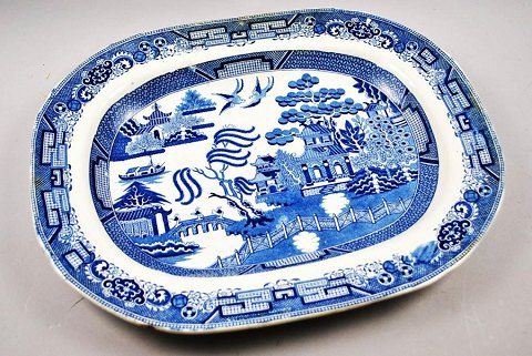 Blue Willow Dish, Faience, Staffordshire, 19th Century. England.