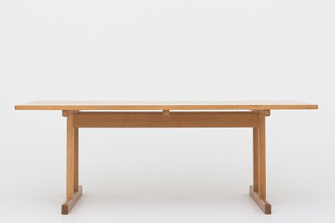 Børge Mogensen / Fredericia Furniture BM 6289 - Shaker table in lacquered solid oak with two red extension leaves 1 pc. in stock Original condition Location: KLASSIK Flagship Store - Bredgade 3, 1260 KBH. K.