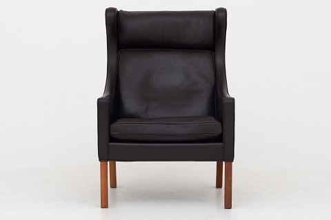 Børge Mogensen / Fredericia Furniture BM 2204 - Reupholstered Wing-back chair in Paris Brown leather w. legs of teak. We can offer upholstery of the chair in fabric or leather of your choice. Please contact us for further information. Availability: 6-8 weeks Renovated