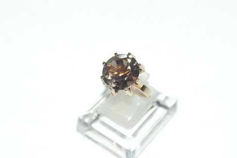 Elegant lady ring with light brown stone 14 carat gold