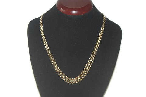 Elegant Gold necklace with a course of 14 carat