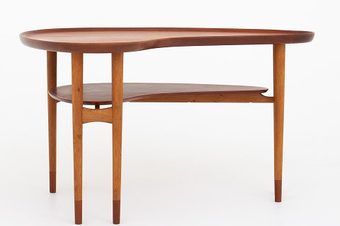 Bovirke / Arne Vodder Organic shaped cofee table in teak and oak w. shoes in teak 1 pc. in stock Good condition Location: KLASSIK Flagship Store - Bredgade 3, 1260 KBH. K.