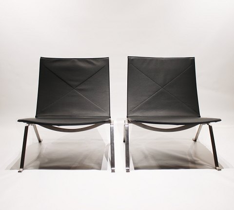 A pair of easy chairs, model PK22, designed by Poul Kjærholm in 1955 and manufactured by Fritz Hansen in the 1980s. 5000m2 showroom.