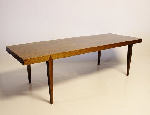 Coffee table of rosewood designed by Severin Hansen and manufactured by Haslev in the 1960s. 5000m2 showroom.