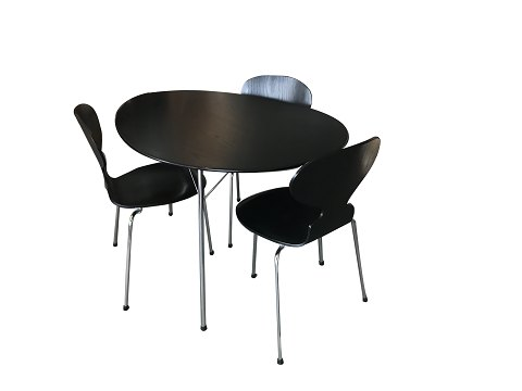 Arne Jacobsen 100-year anniversary set consisting of 3 'Ant' chairs, 1 'Egg table' in black ash and steel w. glass pendant and stelling pendant with triple-layer opal glass shade. Number certificate: 852 Fritz Hansen Arne Jacobsen