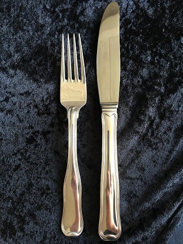 Old Danish cutlery from George Jensen. We have several different sizes and serving parts too, please contact us regarding price.
