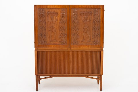 Knud A. Jørgensen / Arnold Petersen Unique linen-press in Honduras-mahogany w. tambour and decorative carvings, from 1950. 1 pc. in stock Good condition