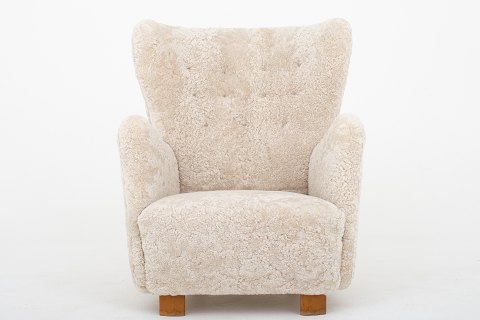 Danish Cabinetmaker Easy chair reupholstered in lambs wool col. Moonlight 09. 1 pc. in stock Renovated Location: KLASSIK Flagship Store - Bredgade 3, 1260 KBH. K.