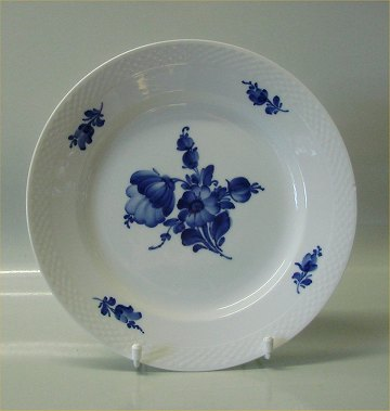 Danish Porcelain Blue Flower braided Tableware 8097-10 Dinner plate 255 cm (624) & WorldAntique.net - Danish Porcelain Blue Flower braided Tableware ...