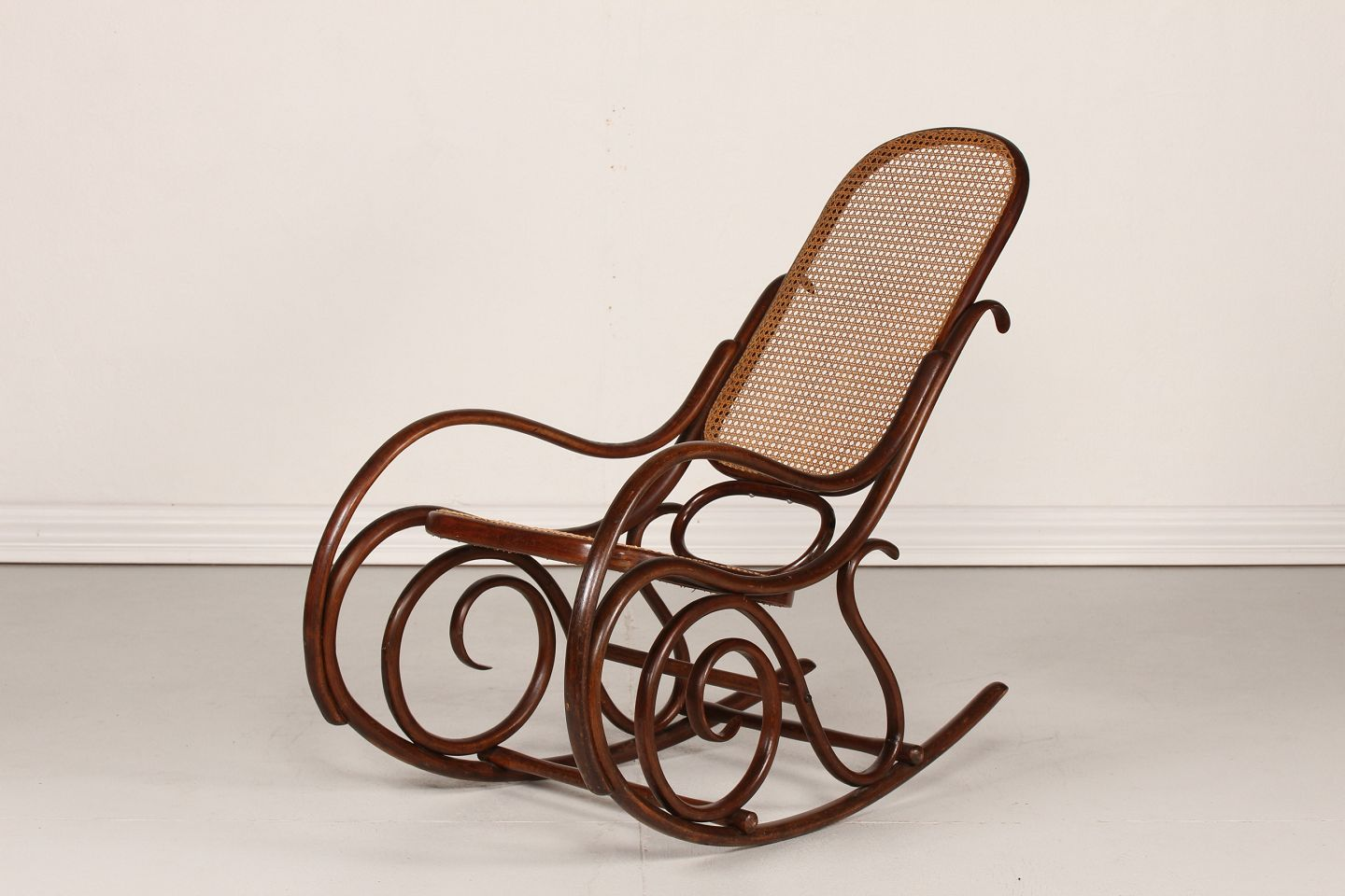 Old rocking Chair  sc 1 st  WorldAntique.net & WorldAntique.net - Thonet style * * Old rocking Chair