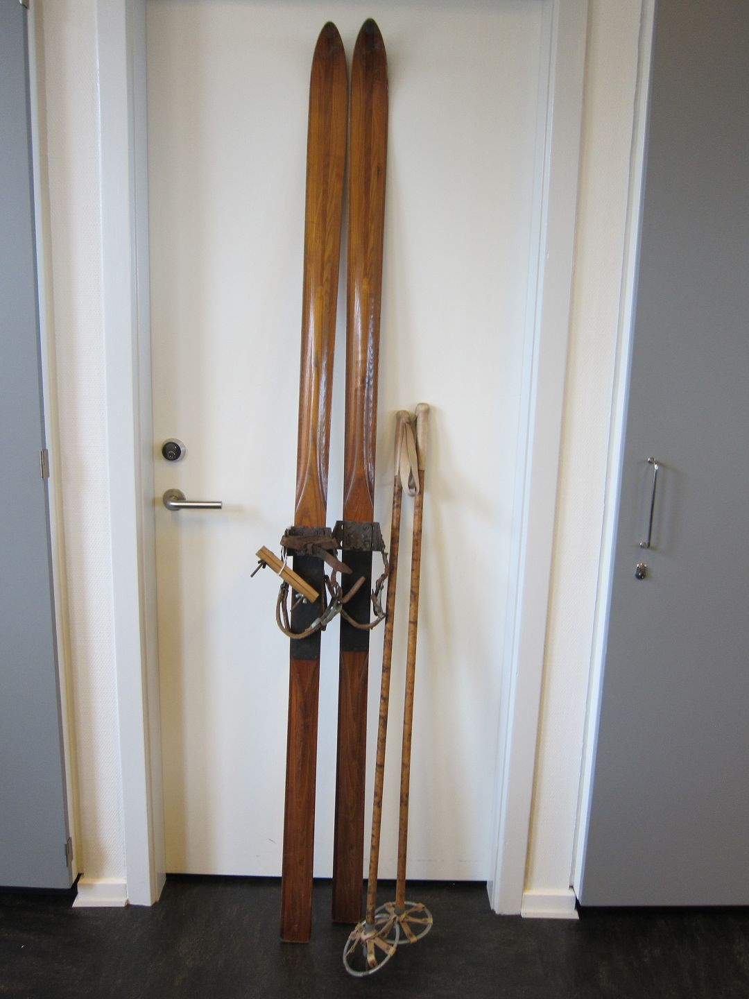 Cross Country Ski Made Of Wood Old Cross Country Ski Made Of Wood With Bindings And Ski Sticks Please Take A Look At The Photos L Ski 2m L Sticks
