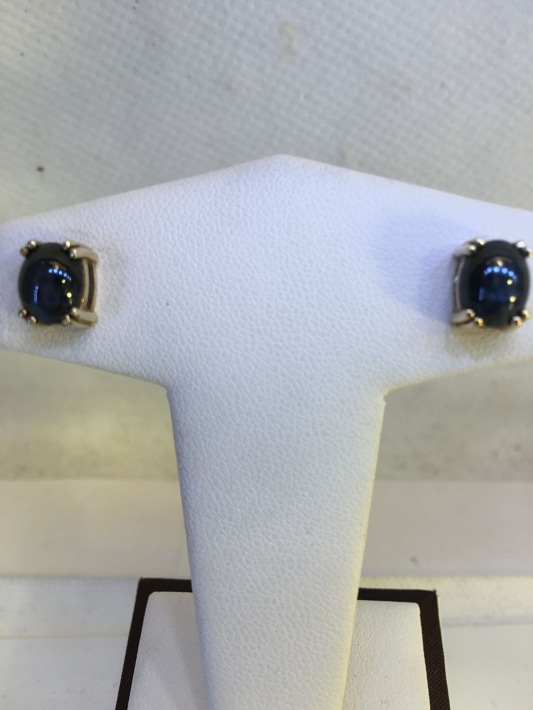 Ear stick with Star sapphire  Gold 14k 585 Sapphire about 2 0 ct Length of  sapphire: 7 6 mm, Width: 6 5 mm  Contact for price  Phone +4586983424 /
