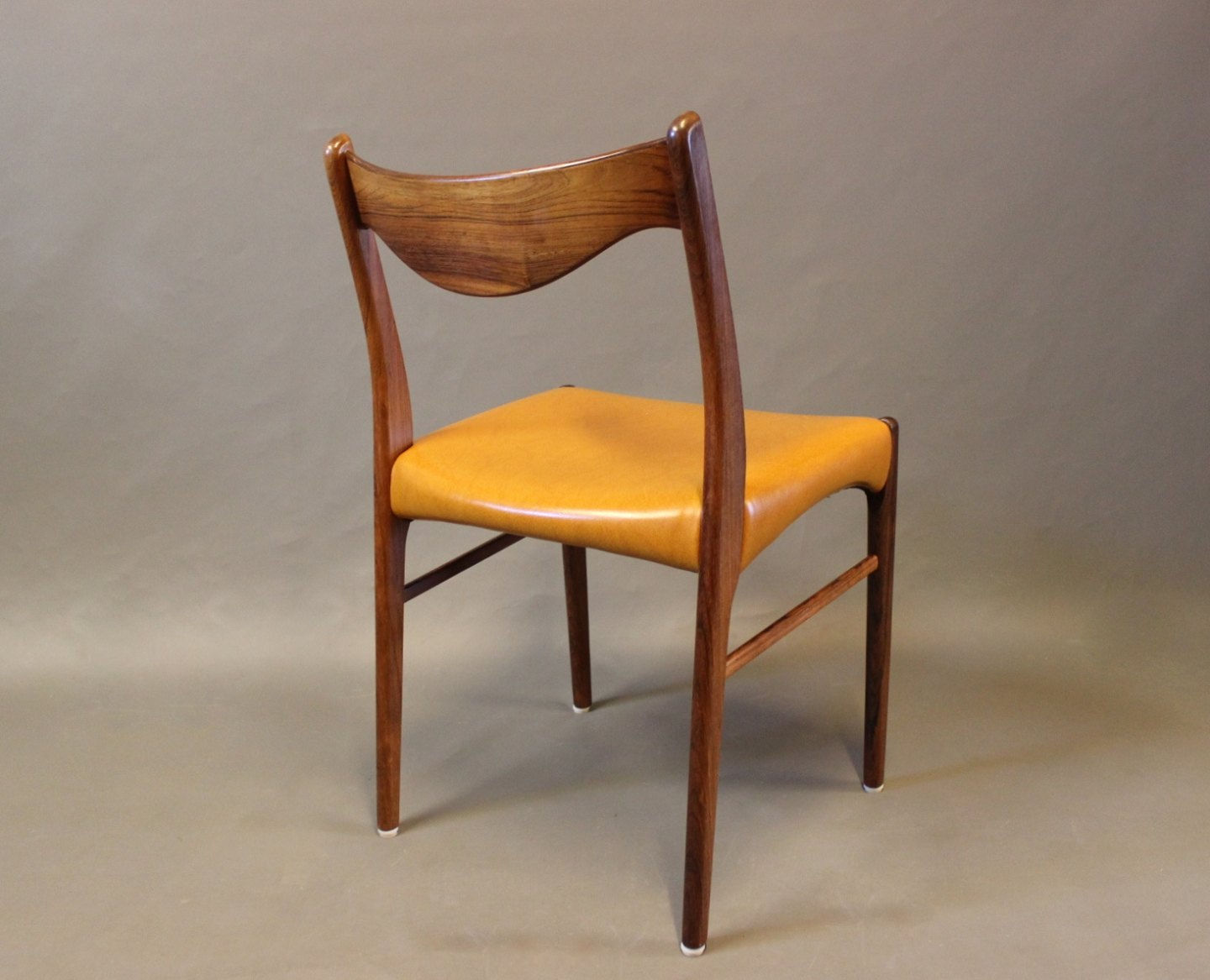 WorldAntique.net - A set of 6 dining chairs in rosewood and ...